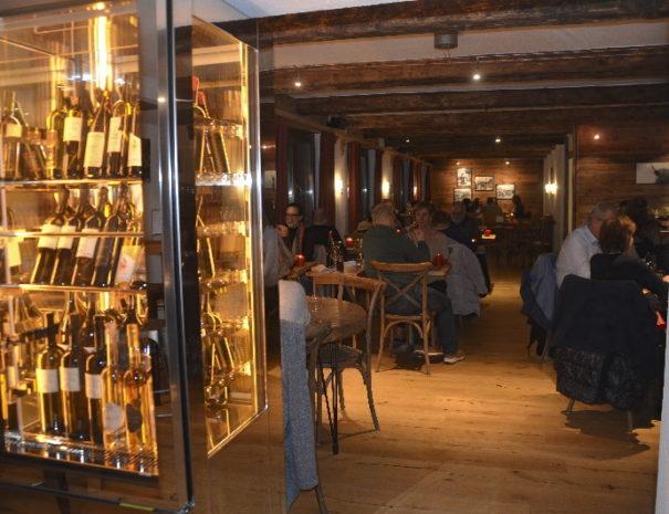 victoria-vercorin2020-02-15-00.48.01-bar-restaurant.jpg